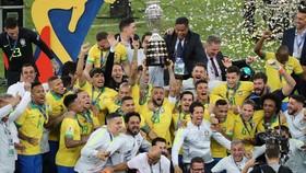Brazil hân hoan với chức vô địch Nam Mỹ sau 12 năm. Ảnh: Getty Images