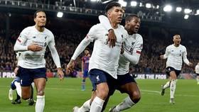 Roberto Firmino tiếp tục giúp Liverpool vượt khó vào phút chót. Ảnh: Getty Images