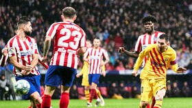Lionel Messi với khoảnh khắc tỏa sáng giúp Barcelona đánh bại chủ nhà Atletico Madrid. Ảnh: Getty Images