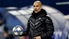 Pep Guardiola gián tiếp khẳng định ông chưa sẵn sàng rời Man.City. Ảnh: Getty Images