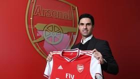 Mikel Arteta ra mắt tại Arsenal, chính thức mở ra một chương mới trong sự nghiệp. Ảnh: Getty Images