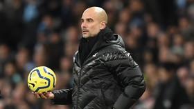 HLV Pep Guardiola đang kiểm soát tốt tình hình ở sân Etihad. Ảnh: Getty Images