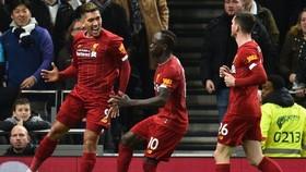 Roberto Firmino mừng bàn thắng đưa Liverpool đến gần thêm với chức vô địch. Ảnh: Getty Images