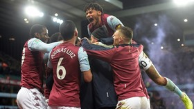 Aston Villa vui mừng vào chung kết Cúp Liên đoàn sau 10 năm. Ảnh: Getty Images