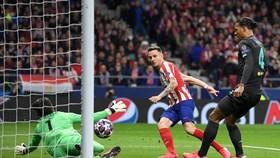 Saul Niguez ghi bàn duy nhất giúp Atletico Madrid tạo lợi thế. Ảnh: Getty Images