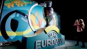 UEFA bác bỏ thông tin cân nhắc lùi thời hạn tổ chức EURO 2020.