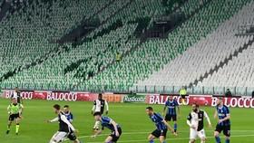 Serie A sau những sân đóng kín cửa giờ là đình hoãn hoàn toàn.