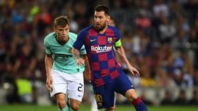 Lionel Messi trong lần đối đầu Inter Milan ở Champions League. Ảnh: Getty Images