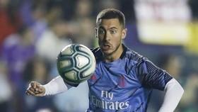 Eden Hazard nỗ lực trên sân tập sau chấn thương. Ảnh: Getty Images