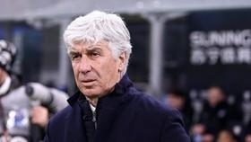 HLV Gian Piero Gasperini chịu chỉ trích khi thừa nhận làm việc dù nghi ngờ nhiễm bệnh. Ảnh: Getty Images