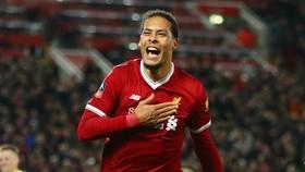 Virgil van Dijk biến thành cầu thủ hưởng lương cao nhất sân Anfield. Ảnh: Getty Images