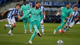 Sergio Ramos trở thành hậu vệ ghi bàn nhiều nhất lịch sử La Liga. Ảnh: Getty Images