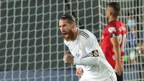 Sergio Ramos tiếp tục truyền cảm hứng cho cuộc đua vô địch của Real. Ảnh: Getty Images