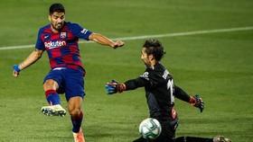 """Luis Suarez kết thúc sụ tồn tại của trận """"derby Catalan"""" tại La Liga. Ảnh: Getty Images"""