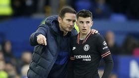 """HLV Frank Lampard sẽ được """"bù đắp"""" sau một mùa đầu tiên buộc phải tin dùng cầu thủ trẻ. Ảnh: Getty Images"""