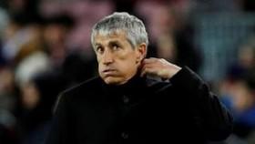 HLV Quique Setien có khả năng vẫn dẫn dắt Barca tại Champions League. Ảnh: Getty Images