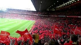 Sân Old Trafford của Man.United vẫn hy vọng là nơi đầu tiên chào đón khán giả trở lại.