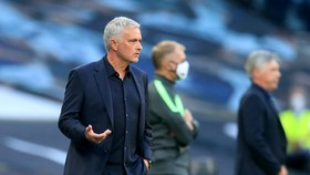 HLV Jose Mourinho đã sớm phải đối mặt thất bại. Ảnh: Getty Images