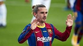Antoine Griezmann vẫn đang phải chơi khác vị trí yêu thích tại Barca. Ảnh: Getty Images
