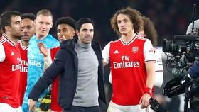 Arsene Wenger tin học trò cũ Mikel Arteta đang nhận được ủng hộ tuyệt vời về nhân sự. Ảnh: Getty Images
