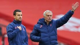 Jose Mourinho phấn khích khi chứng kiến chất lượng đội hình tăng cao. Ảnh: Getty Images
