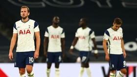 Tottenham có màn sụp đổ khó tin vào cuối trận derby London. Ảnh: Getty Images