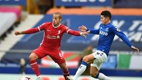 Thiago Alcantara (trái) đã nhanh chóng thể hiện phẩm chất cùng Liverpool. Ảnh: Getty Images