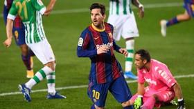 Lionel Messi tỏa sáng giúp Barcelona thắng lớn. Ảnh: Getty Images