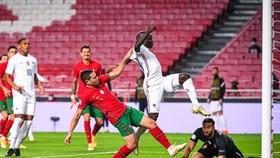 N'Golo Kante chớp thời cơ ghi bàn quyết định cho tuyển Pháp.