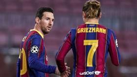 Mối quan hệ giữa Lionel Messi và Antoine Griezmann đang là chủ đề tranh cãi.