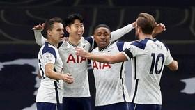 Tottenham đã giành chiến thắng quan trọng để vươn lên ngôi đầu. Ảnh: Getty Images
