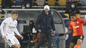 HLV Zinedine Zidane khẳng định ông muốn chiến đấu đến cùng. Ảnh: Getty Images
