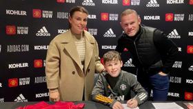 Kai Rooney ký hợp đồng với CLB cũ của cha là Man.United.