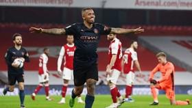 Man.City bay cao và cũng đẩy Arsenal vào sâu thêm khủng hoảng. Ảnh: Getty Images