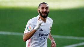 Karim Benzema tiếp tục nổ súng để mang về chiến thắng cho Real. Ảnh: Getty Images