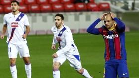 Barcelona tiếp tục trượt dài khỏi cuộc đua danh hiệu.