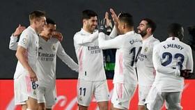 Real Madrid tạm thời vươn lên ngôi đầu bảng La Liga.