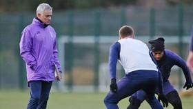 HLV Jose Mourinho ít nhất hài lòng vì không phải chịu thêm sự gián đoạn. Ảnh: Getty Images