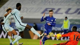 James Maddison xuất sắc giúp Leicester khuất phục Chelsea. Ảnh: Getty Images