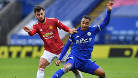 Bruno Fernandes trong trận hòa tại Leicester trong ngày Boxing Day. Ảnh: Getty Images