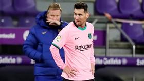 HLV Ronald Koeman bất bình khi Paris SG đang nói quá nhiều về Lionel Messi.