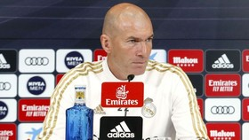 HLV Zinedine Zidane nổi giận trong buổi họp báo hôm thứ sáu.
