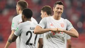 Với chỉ Robert Lewandowski tỏa sáng, Bayern vẫn quá mạnh.