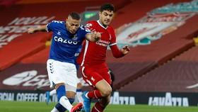 Richarlison mở đường giúp Everton kết thúc 24 trận không biết thắng ở Anfield. Ảnh: Getty Images