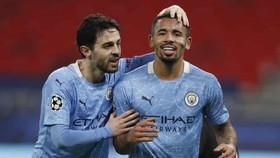 Bernardo Silva và Gabriel Jesus tỏa sáng giúp Man.City tạo lợi thế lớn. Ảnh: Getty Images