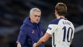 HLV Jose Mourinho hy vọng chấn thương của Harry Kane không nghiêm trọng. Ảnh: Getty Images