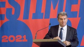 Joan Laporta chính thức nhậm chức Chủ tịch mới của Barcelona. Ảnh: Getty Images