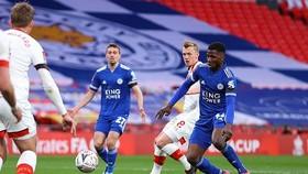 Kelechi Iheanacho sắm vai người hùng giúp Leicester có cơ hội lịch sử. Ảnh: Getty Images