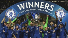 Chelsea nâng chiếc cúp châu Âu thứ 2 trong lịch sử. Ảnh: Getty Images