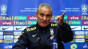 HLV Tite và các học trò chuẩn bị đưa ra quyết định rất hệ trọng đến tương lai Copa America 2021.